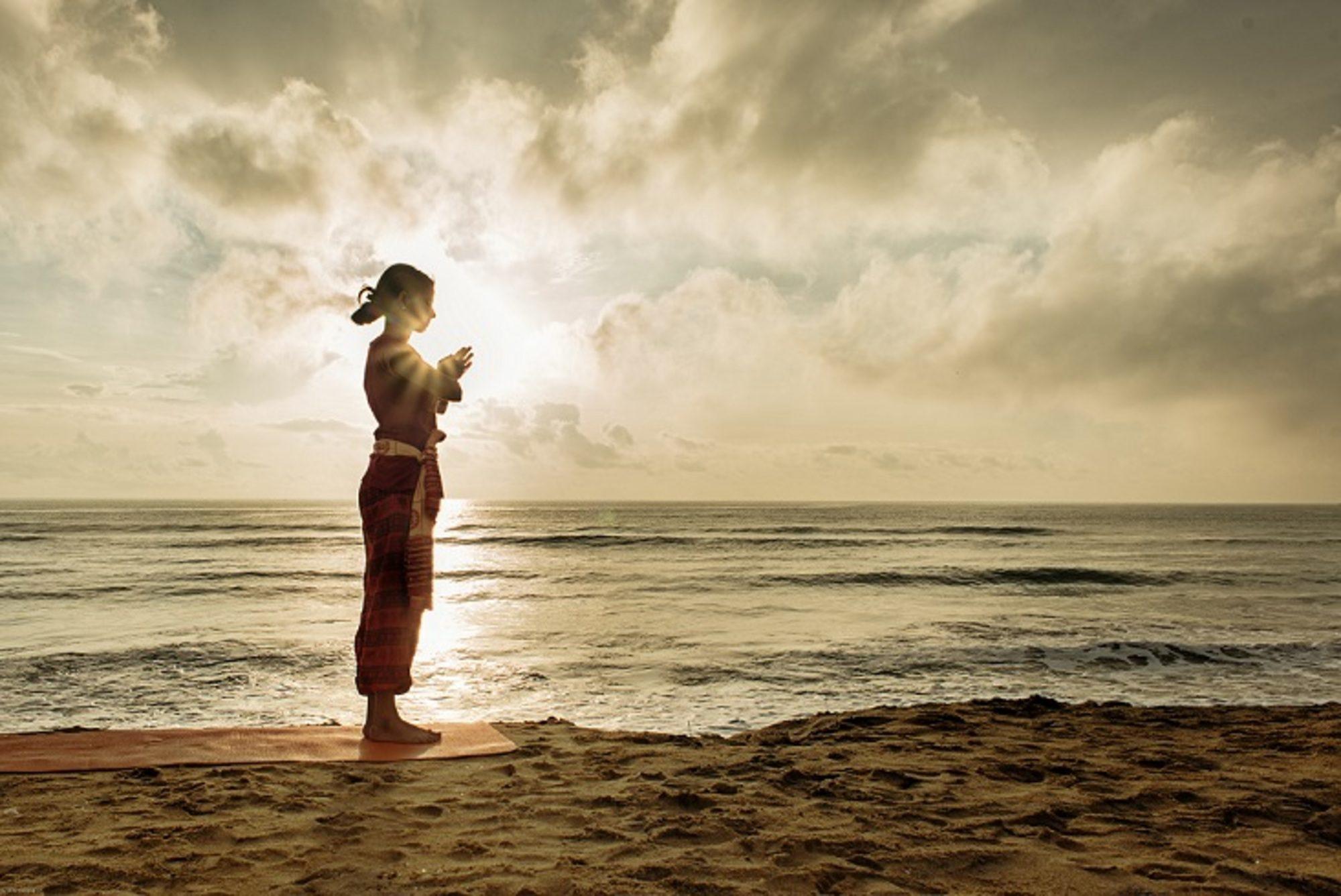 Szúrja namaszkára a különböző jógahagyományokban