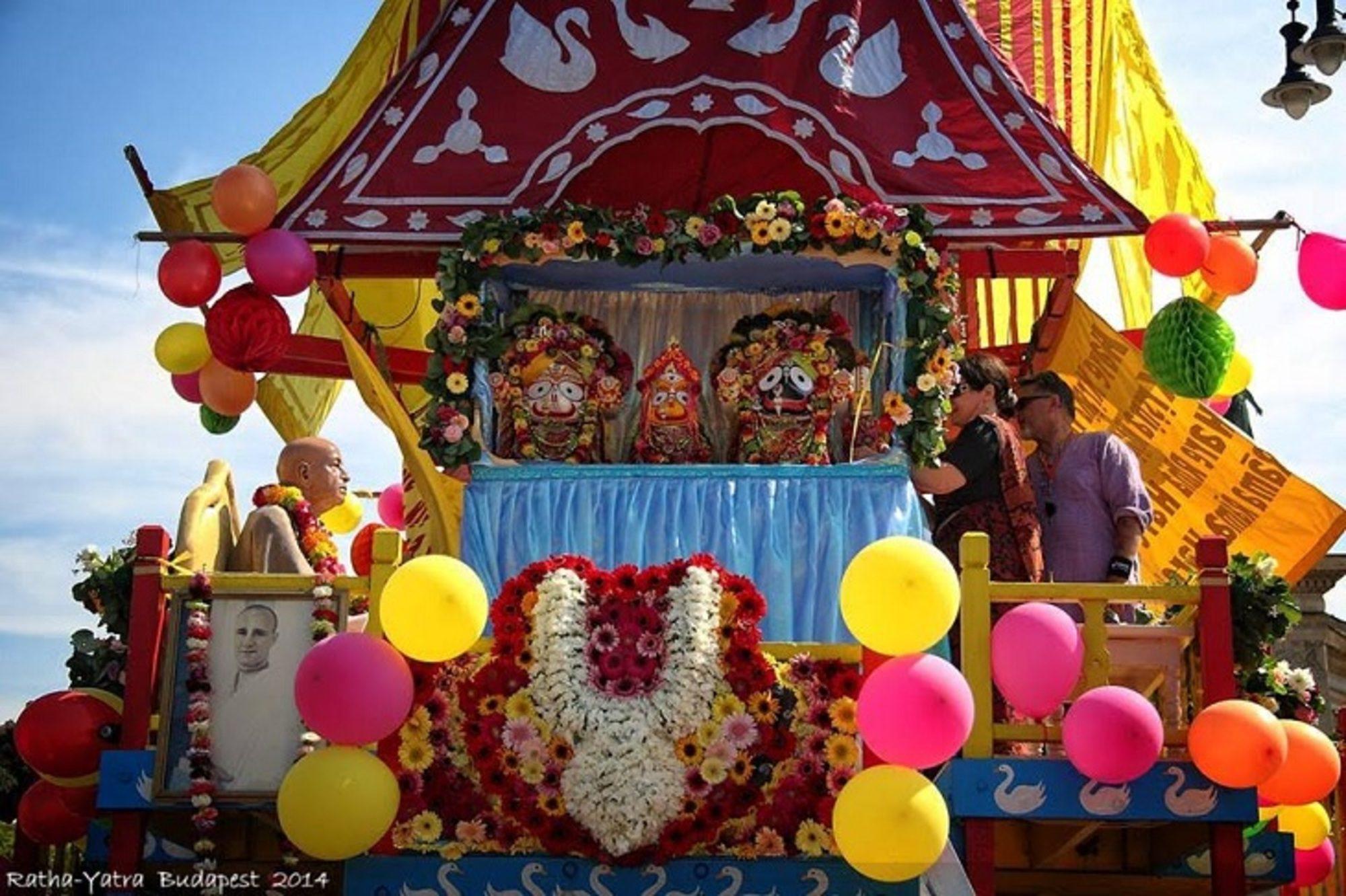 Jógás programokkal vár mindenkit a Bhaktivedanta Hittudományi Főiskola a 23. Szekérfesztiválon!
