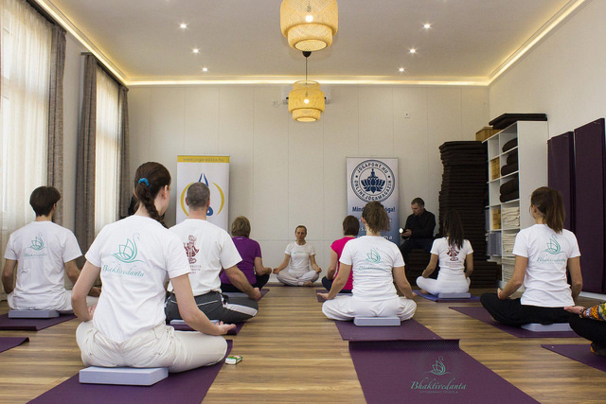 Út az önmegvalósítás felé: megnyílt a Bhaktivedanta Jógastúdió